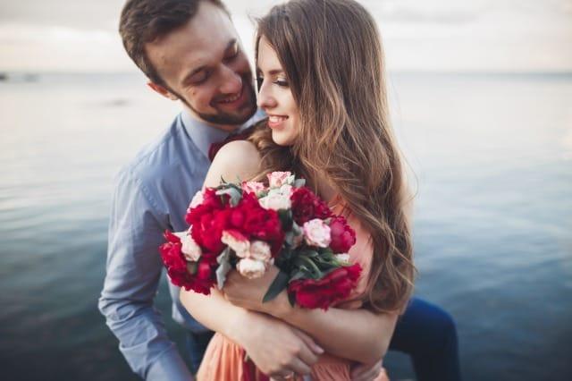 愛する彼女には花を贈ろう。プレゼントに花束を贈るべき理由 1番目の画像