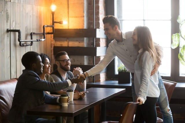 男友達が多い彼女に嫉妬してしまう…行き場のない嫉妬心の解決法 2番目の画像