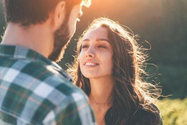 片思いの恋|相手に自分の気持ちをどう伝える?つらい片思いの悩み、これを読めば解決! 1番目の画像