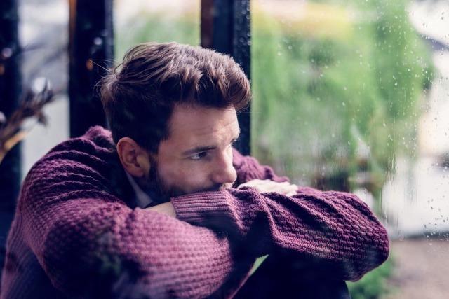 男性が嫉妬する心理とは?ヤキモチのサインと独占欲強めの男性の特徴を解説 3番目の画像