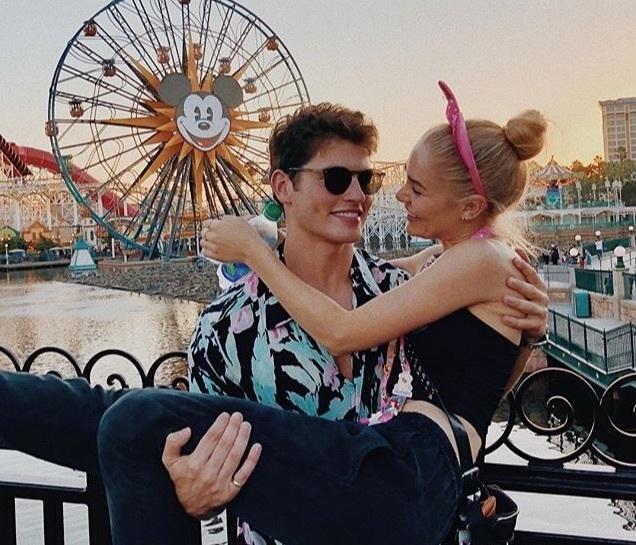 ディズニーに行くカップル必見!別れ対策&楽しみ方&おすすめのディズニーコーデ 1番目の画像