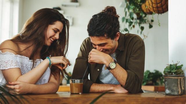 女性からOKがもらえる「ご飯の誘い方」!成功率30%アップのタイミングとは?|賢恋研究所 2番目の画像