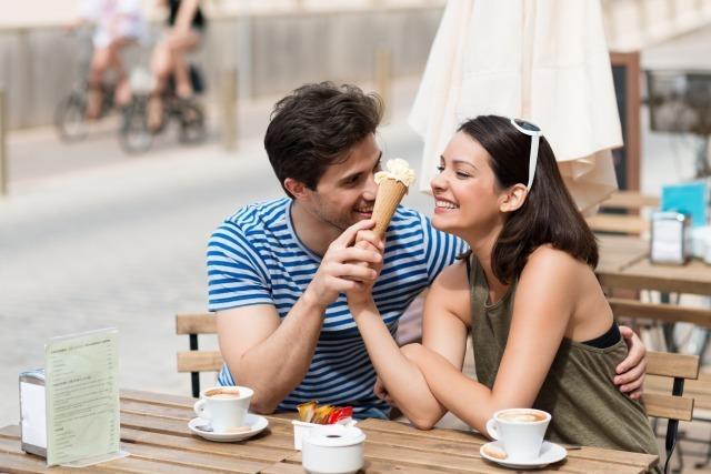 女性からOKがもらえる「ご飯の誘い方」!成功率30%アップのタイミングとは?|賢恋研究所 3番目の画像