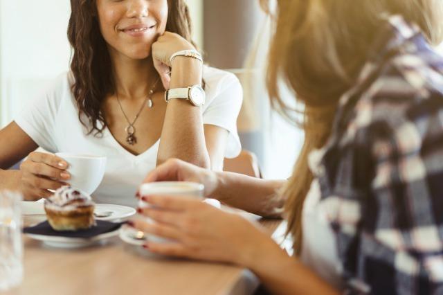 自慢する人の心理とは?聞いていて疲れる自慢話の種類や対処法|賢恋研究所 1番目の画像