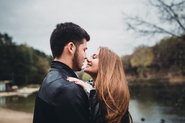 モテる男の仕草とは?女性が惚れるかっこいい男の振る舞い方を心理学から解説