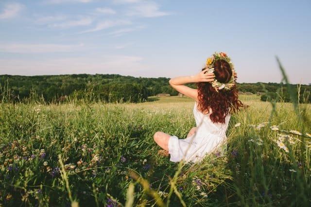 自己肯定感が高い人と低い人の特徴は?幸福度がアップする自己肯定感を高める方法
