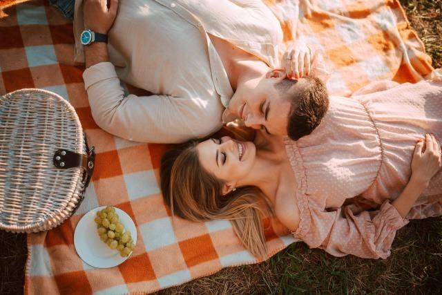 マッチングアプリで付き合った人は会う前に電話をしていた!ネット恋愛を成功させる秘訣