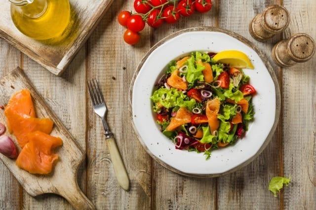 肌に良い食べ物とは?科学的に証明された肌をきれいにする食品と悪い食品