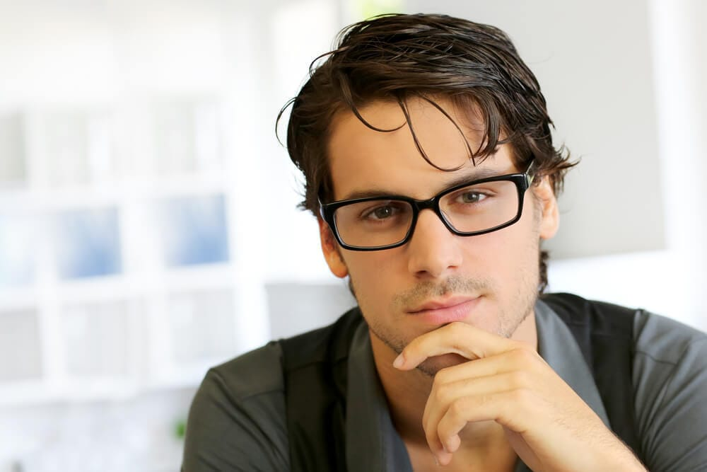 男性がメガネをかけるとモテる理由を科学的に解説
