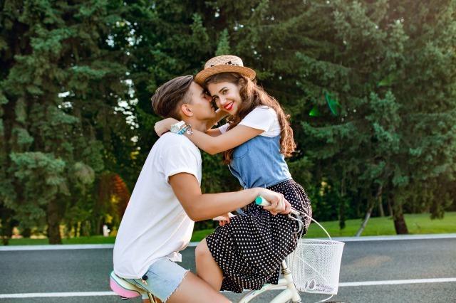 年下男子との恋愛はメリットだらけ!年下男子の好意のサインや年上女性を好きになる心理