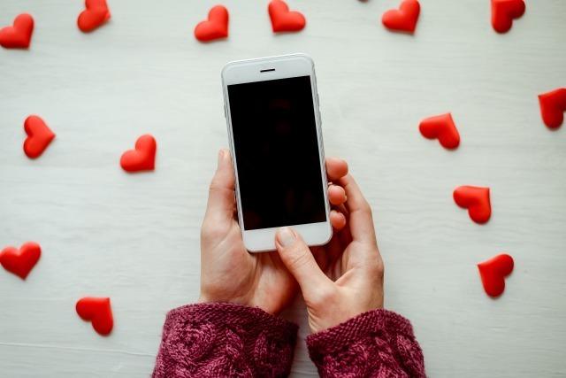 【マッチングアプリで彼氏を作る方法】マッチングアプリを使うメリットと付き合うまでの流れを解説