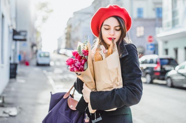 上品な人の特徴10選。品格のある女性に共通する魅力とは?|賢恋研究所