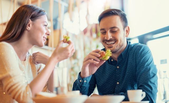草食系男子の6つの特徴。恋愛にオクテな草食系男子を振り向かせる方法は?|賢恋研究所