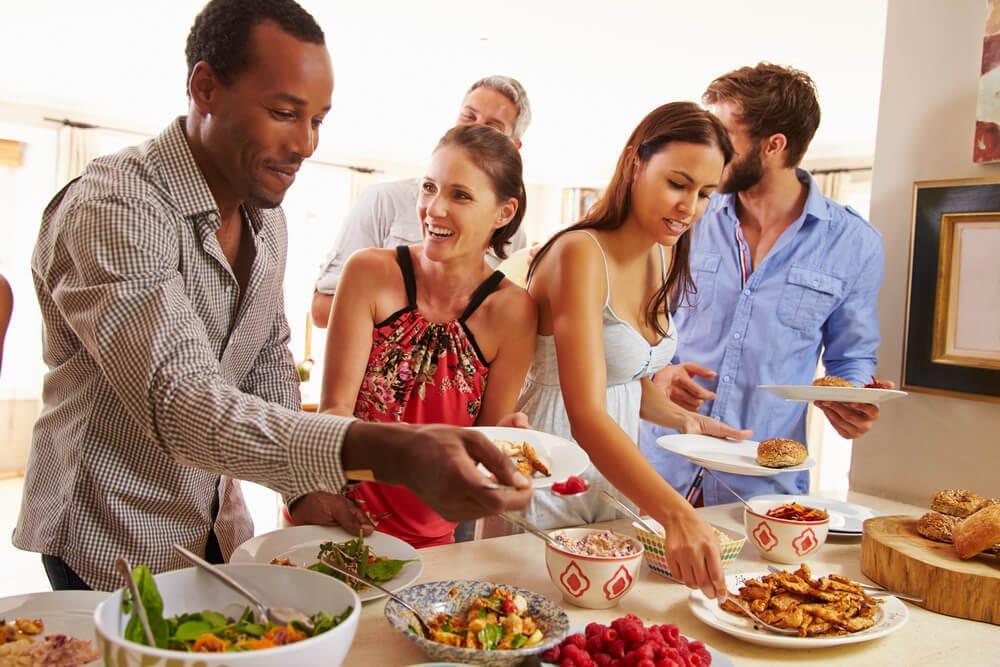 立食パーティ、婚活イベントで成果を出す会話術