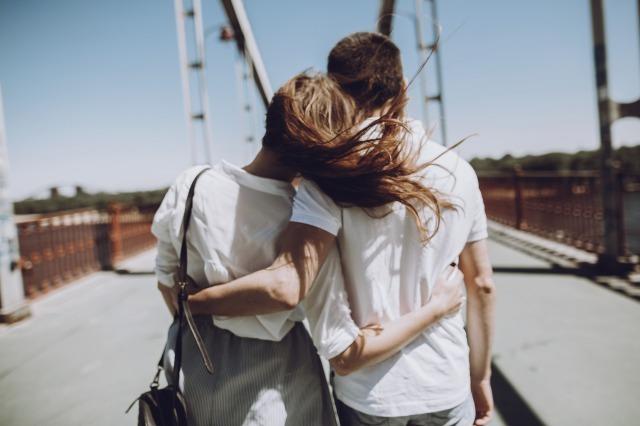 恋愛依存症の4つの症状。恋愛依存体質の人の特徴と克服方法