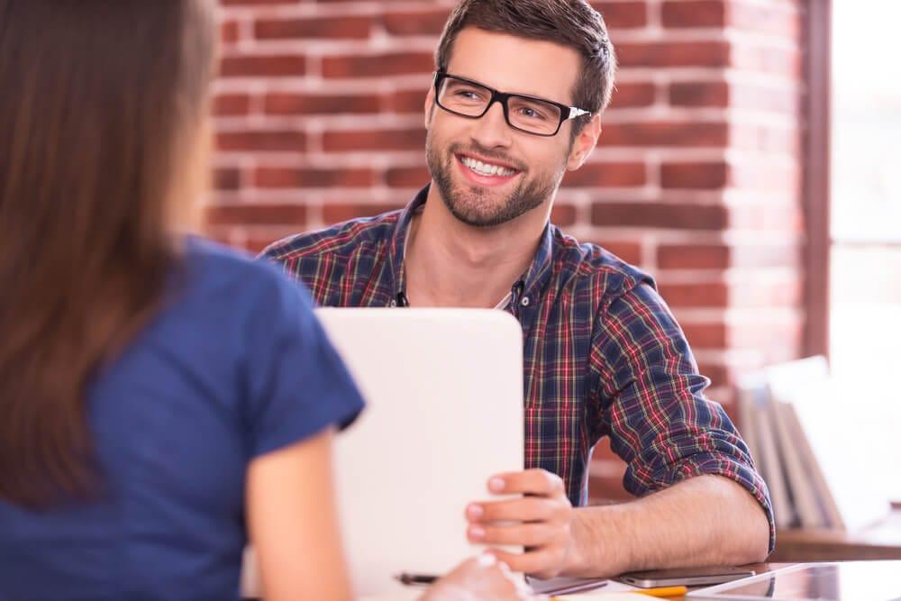 女性からの視線が変わる!?明日から実践できるモテる知的な会話術
