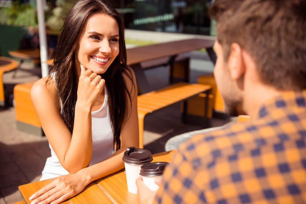 女性の脈ありサインを見抜く方法と、信頼を好意へと変える方法を教えます