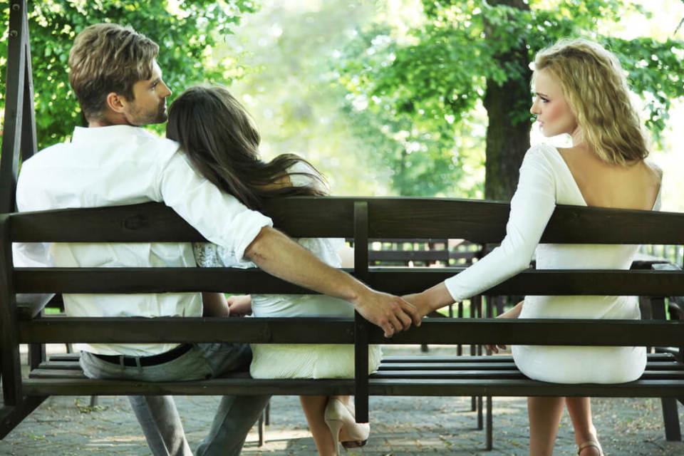 なぜか恋がうまくいかない…仕事がデキる女性に意外と多い恋愛依存 1番目の画像